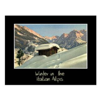 Cartão Postal Inverno nos cumes italianos, viagem retro do