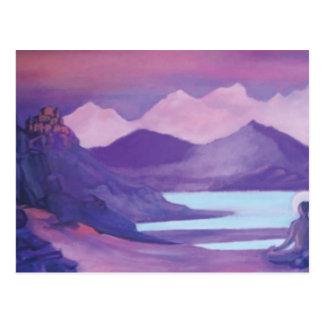 Cartão Postal Iogue & monastério em montanhas tibetanas