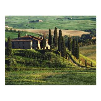 Cartão Postal Italia. Uma casa de campo pastoral de Toscânia em