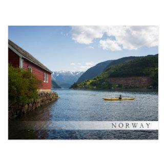 Cartão Postal Kayaking o Hardangerfjord em Noruega
