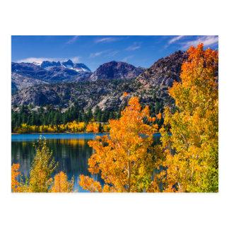 Cartão Postal Lago autumn por volta de junho, Califórnia