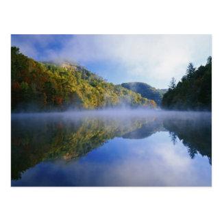 Cartão Postal Lago Millcreek e cores do outono no nascer do sol,
