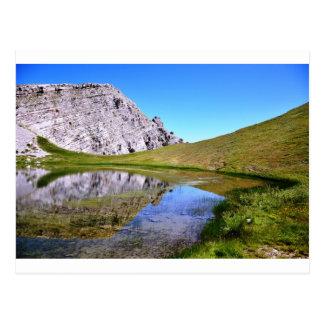 Cartão Postal Lago no um cume