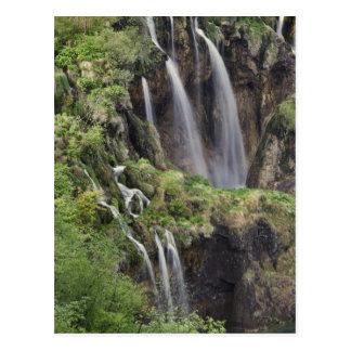 Cartão Postal Lagos Plitvice da batida de Veliki (cachoeira)