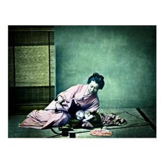 Cartão Postal Lanterna mágica japonesa do vintage da mãe e do