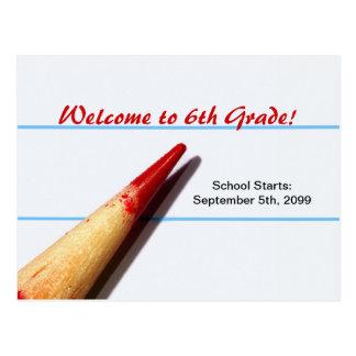Cartão Postal Lápis vermelho do professor no papel alinhado de