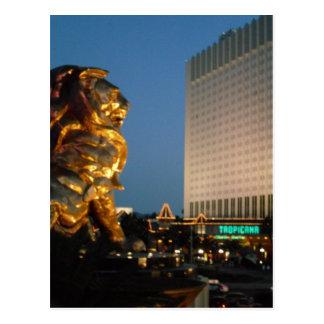 Cartão Postal Leão de MGM sobre a vista da tira de Las Vegas