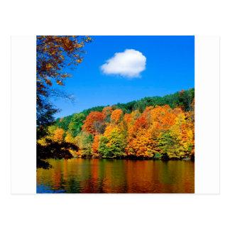 Cartão Postal Linha costeira sazonal do outono
