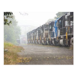Cartão Postal Locomotivas do trem de estrada de ferro na névoa