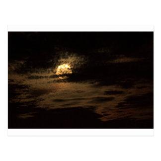 Cartão Postal Lua cheia de novembro que esconde nas nuvens