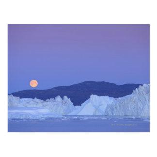 Cartão Postal Lua cheia sobre o iceberg