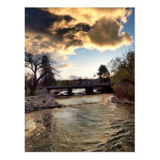 Cartão Postal Luz do ouro em Truckee River