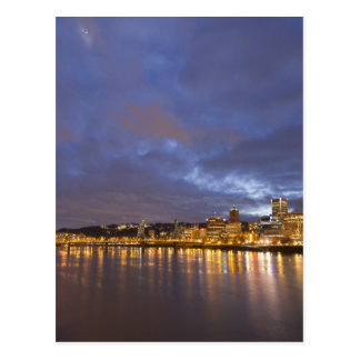 Cartão Postal Luzes da cidade refletidas no rio de Willamette