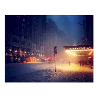 Cartão Postal Luzes mornas em uma noite fria