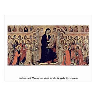Cartão Postal Madonna e criança Enthroned, anjos por Duccio