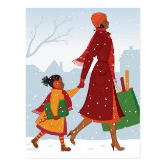 Cartão Postal Mãe e filha com presente e saco de compras