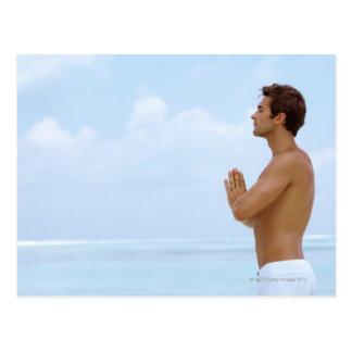 Cartão Postal Maldives, ioga praticando da cara nova esperta em