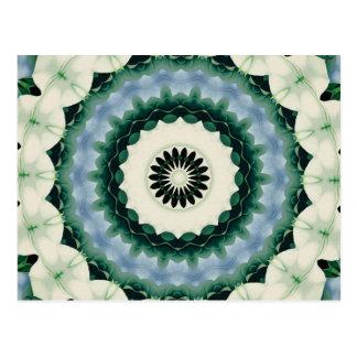 Cartão Postal Mandala da flor branca e do azul Cerulean