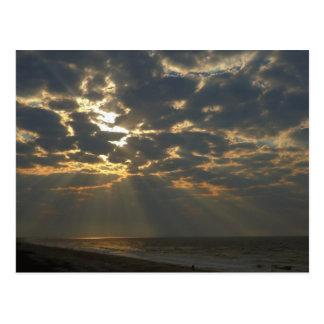Cartão Postal Manhã Sun no oceano - ilha do carvalho, NC