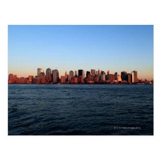 Cartão Postal Manhattan do centro no crepúsculo