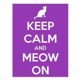 Cartão Postal Mantenha a calma e o Meow no roxo
