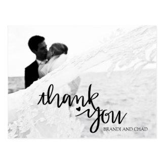 Cartão Postal Mão elegante obrigado rotulado do casamento você