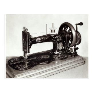 """Cartão Postal """"Máquina de costura da família nova"""" do cantor,"""