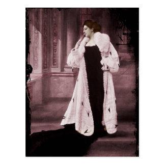 Cartão Postal Mata Hari no casaco de pele branco