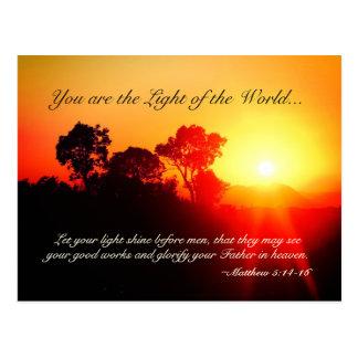 Cartão Postal Matthew 5 14-16 deixou seu brilho claro, verso da