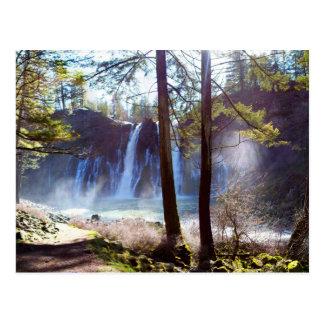 Cartão Postal McArthur-Burney cai parque estadual memorável