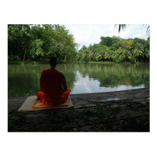 Cartão Postal Meditação pelo lago