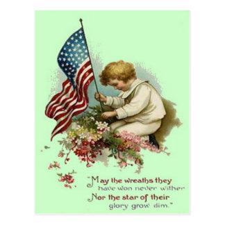 Cartão Postal Memorial Day da grinalda da criança da bandeira