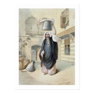 Cartão Postal Menina árabe nova que retorna do Hammam no Cairo