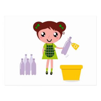 Cartão Postal Menina artística pequena com garrafa