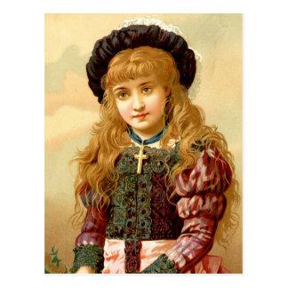 Cartão Postal Menina bonita com o pendente da cruz do ouro