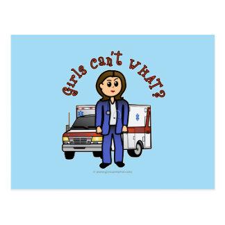 Cartão Postal Menina clara do paramédico de EMT