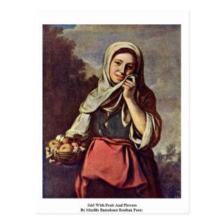 Cartão Postal Menina com fruta e flores