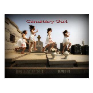 Cartão Postal Menina do cemitério