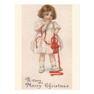Cartão Postal Menina do vintage com fita do Natal