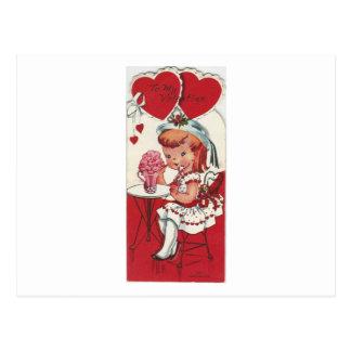 Cartão Postal Menina do vintage com uns namorados do batido