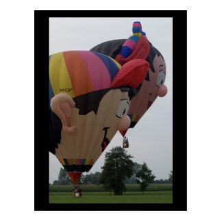Cartão Postal Menina especial do menino do balão