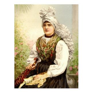 Cartão Postal Menina no traje nativo de Carniola, Austro-Hungria