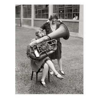 Cartão Postal Menina que joga Tuba, 1928
