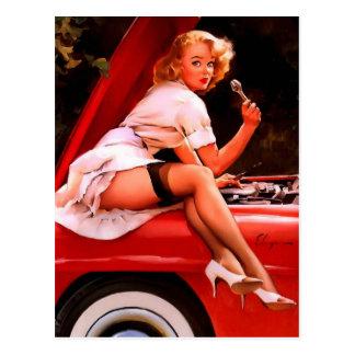 Cartão Postal Menina retro do Pinup do mecânico de carro de Gil