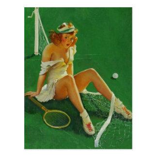 Cartão Postal Menina retro do Pinup do tênis de Gil Elvgren do