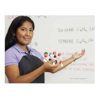 Cartão Postal Menina teenaged latino-americano na classe da