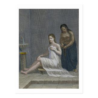 Cartão Postal Menina turca, tendo seu cabelo trançado nos banhos