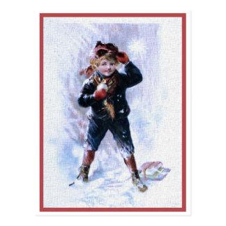 Cartão Postal Menino do vintage que joga Snowballs