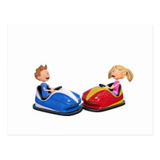 Cartão Postal Menino e menina dos desenhos animados em carros