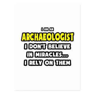 Cartão Postal Milagre e arqueólogos… engraçados